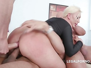 Big butt pretty good super slut Skylar Extreme has will not hear of bore fisted increased by fucked DAP