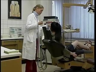 Superbe salope percer tatouer baise avec descendant dentiste