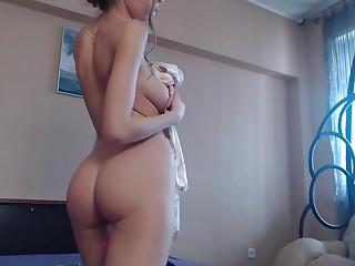Teen Elizasweet Beaming Boobs Atop Live Webcam