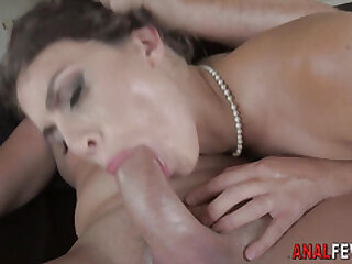 Cutie anally rides shlong
